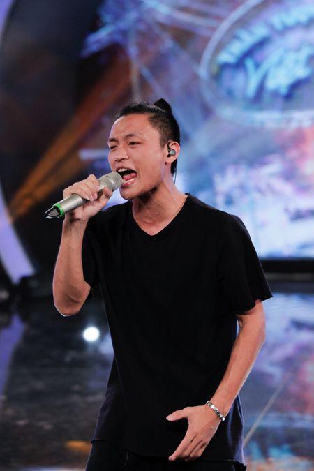 """Vietnam Idol: """"Chang trai bun bo"""" gay an tuong voi ca si Quoc Thien - Anh 12"""