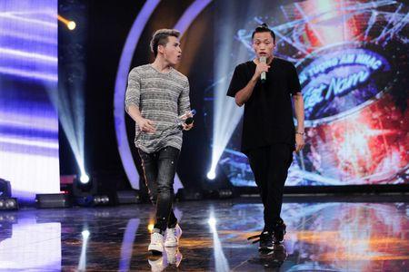 """Vietnam Idol: """"Chang trai bun bo"""" gay an tuong voi ca si Quoc Thien - Anh 2"""