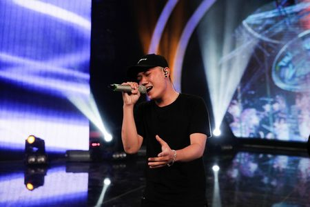 """Vietnam Idol: """"Chang trai bun bo"""" gay an tuong voi ca si Quoc Thien - Anh 3"""