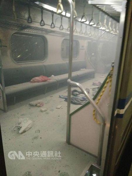 Dai Loan: No tren xe lua, 24 nguoi bi thuong - Anh 1