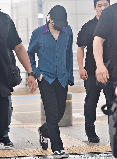 Kpop style 8/7: IU cute voi toc mai thua, Tae Yang lo chan ngan - Anh 2