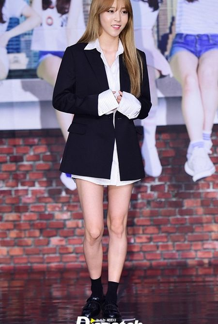 Kpop style 8/7: IU cute voi toc mai thua, Tae Yang lo chan ngan - Anh 4