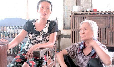 Bao ve BV Nhi chan xe cuu thuong: Noi xot xa cua me nan nhan - Anh 1