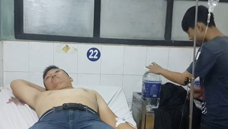 TP.HCM: Hon 20 con do hung han cam ma tau truy sat 4 thanh nien - Anh 1
