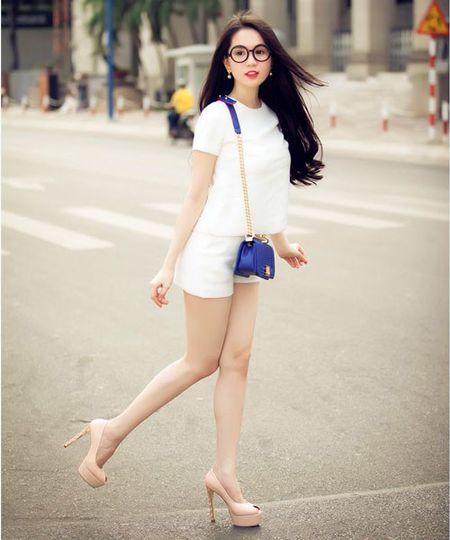 Dien quan short muon kieu, kieu nao cung dep nhu Ngoc Trinh - Anh 3