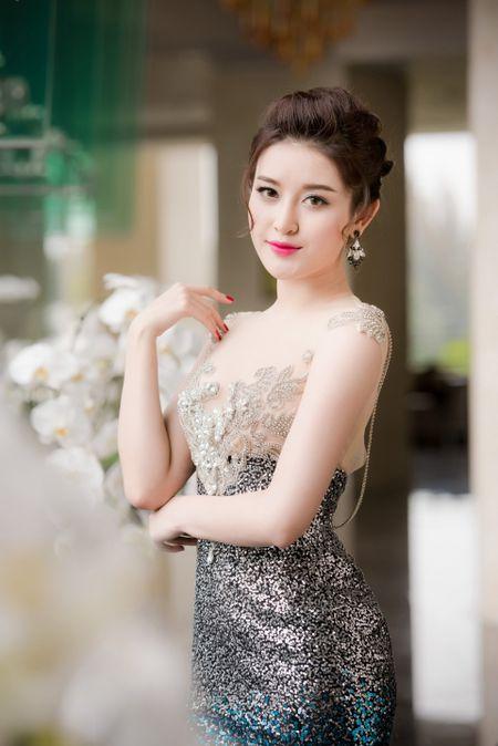 Nho nguoi dan ong nay, Huyen My chua bao gio tre hen nhu Ky Duyen - Anh 1