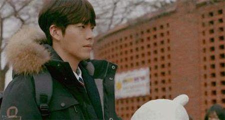 """Yeu khong kiem soat"" tap 2: Suzy ""dung hinh"" vi duoc trai deu to tinh - Anh 1"