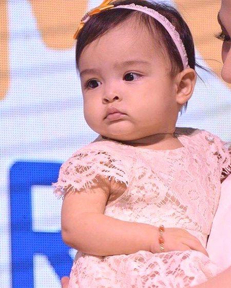 """Con gai my nhan dep nhat Philippines """"mat lanh"""" khi lan dau ra mat cong chung - Anh 1"""
