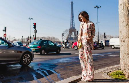 Phong cach an tuong cua fashionista Viet tren dat Phap - Anh 1