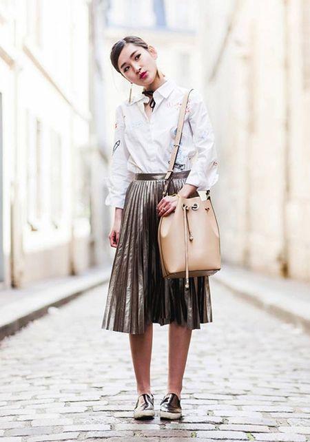 Phong cach an tuong cua fashionista Viet tren dat Phap - Anh 7