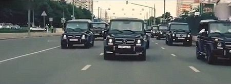 Hang chuc diep vien Nga lai dan Mercedes G-Class gay nao loan - Anh 2