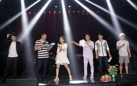 Thanh Thao 'lot thom' trong vong vay Dan Truong, Lam Truong, Dam Vinh Hung - Anh 1