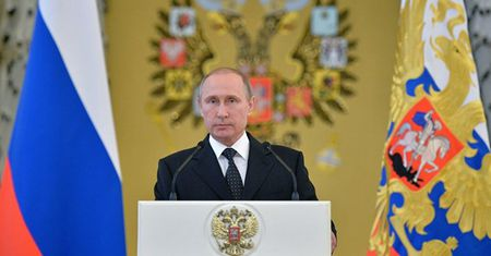 Tong thong Nga Putin da ky dao luat moi chong khung bo gay tranh cai - Anh 1
