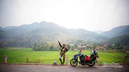 """Nu phuot thu """"tron nha"""" di xuyen Viet 7500 km bang xe may - Anh 1"""