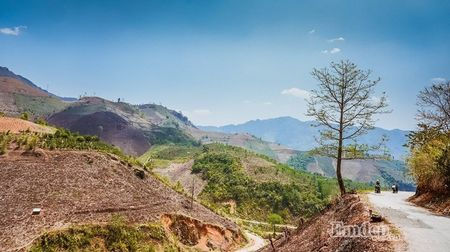 """Nu phuot thu """"tron nha"""" di xuyen Viet 7500 km bang xe may - Anh 2"""