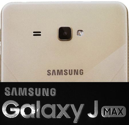 "Samsung dang ""em"" phablet man hinh toi 7 inch? - Anh 1"