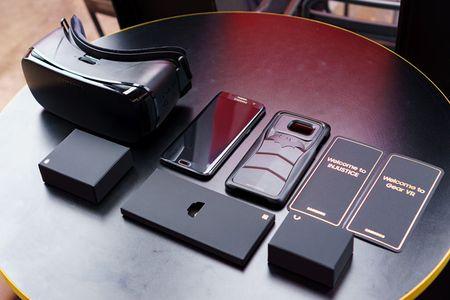 Chi co 400 chiec Galaxy S7 edge 'nguoi doi' len ke tai Viet Nam - Anh 4