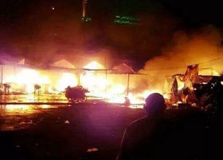 Iraq: IS danh bom lieu chet o lang mo, gan 100 nguoi thuong vong - Anh 1