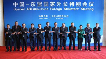 """Gio G sap diem, Trung Quoc """"thu lua"""" ASEAN voi phan quyet ve Bien Dong - Anh 1"""