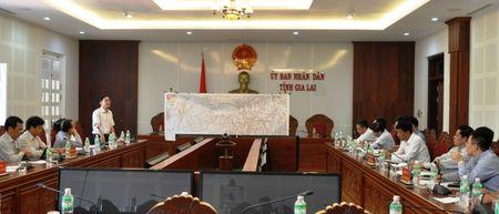 Thu truong Nguyen Ngoc Dong kiem tra DA duong HCM, doan tuyen tranh Pleiku - Anh 2