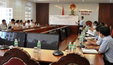 Thu truong Nguyen Ngoc Dong kiem tra DA duong HCM, doan tuyen tranh Pleiku - Anh 3