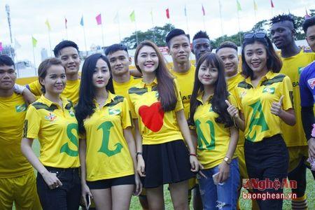 Nhung 'hot girl' xu Nghe tiep lua cho SLNA tren san Thong nhat - Anh 6