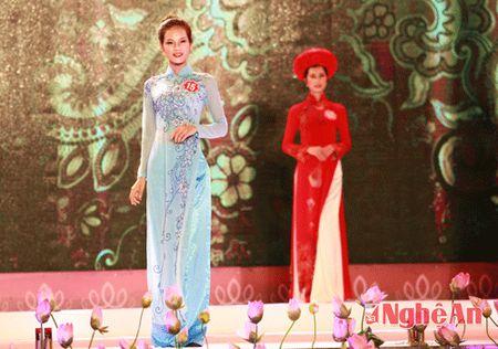 Nguoi dep pho bien duyen dang voi trang phuc ao dai - Anh 4