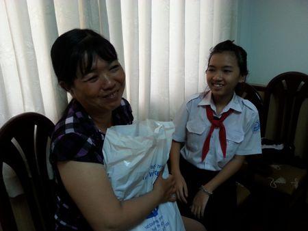 Quy hoc bong CEP (LDLD TP.Ho Chi Minh): Nang canh uoc mo cho em den truong - Anh 1