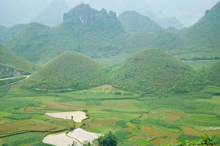 Cao nguyen da Dong Van hut hon trong mat du khach phuong Nam - Anh 4