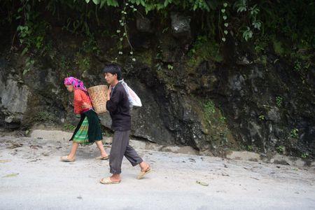 Cao nguyen da Dong Van hut hon trong mat du khach phuong Nam - Anh 5