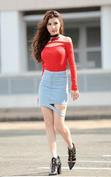 Emily ca tinh, Hanh Sino quyen ru tren duong pho Sai thanh - Anh 11