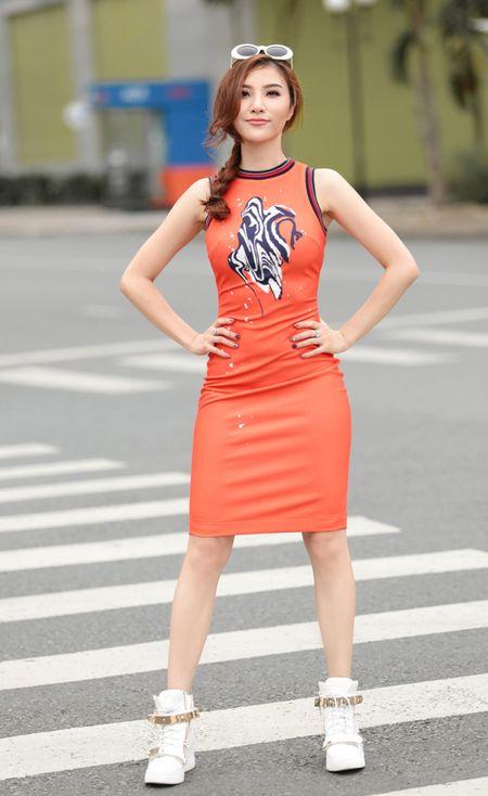Emily ca tinh, Hanh Sino quyen ru tren duong pho Sai thanh - Anh 9