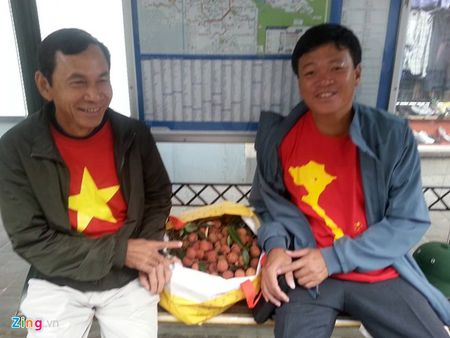 CDV Viet Nam cuong nhiet co vu tran ban ket Euro 2016 - Anh 1