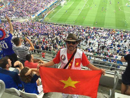 CDV Viet Nam cuong nhiet co vu tran ban ket Euro 2016 - Anh 2