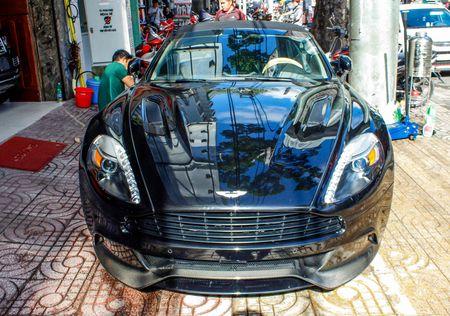 Aston Martin Vanquish mui tran dau tien ve Viet Nam - Anh 2