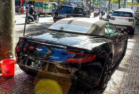 Aston Martin Vanquish mui tran dau tien ve Viet Nam - Anh 3