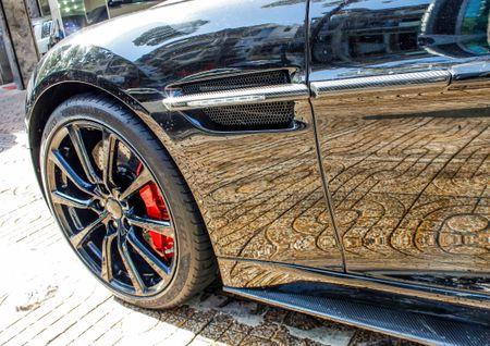Aston Martin Vanquish mui tran dau tien ve Viet Nam - Anh 6