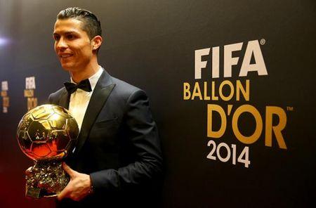 Khong can vo dich Euro, Ronaldo van co Qua bong vang - Anh 3