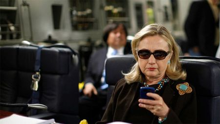 'Bong ma' email lai tro ve 'am' Hillary - Anh 1