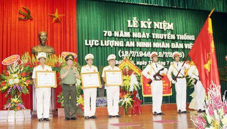 Cong an cac dia phuong Ky niem 70 nam Ngay truyen thong luc luong ANND - Anh 1