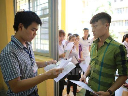 Thu truong Bo Giao duc: Thi sinh cu yen tam, khong co gi phai lo lang - Anh 2