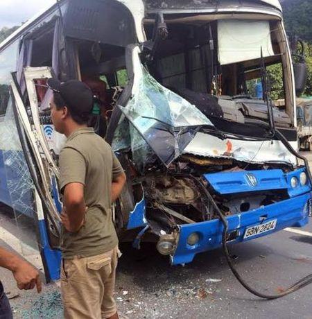Cuu 30 mang nguoi tren xe khach, Bo Tat giua doi thuong - Anh 1