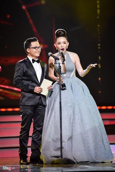 11 khoanh khac dep cua cac ngoi sao tai VTV Awards 2016 - Anh 3
