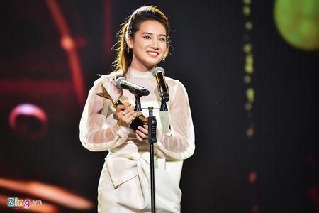11 khoanh khac dep cua cac ngoi sao tai VTV Awards 2016 - Anh 5