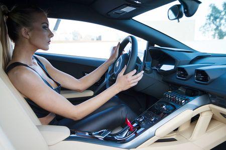 Quy co sexy 'thuan hoa' sieu bo Lamborghini Huracan - Anh 4