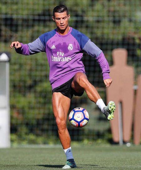 Cristiano Ronaldo duy tri co bap van nguoi me the nao? - Anh 2
