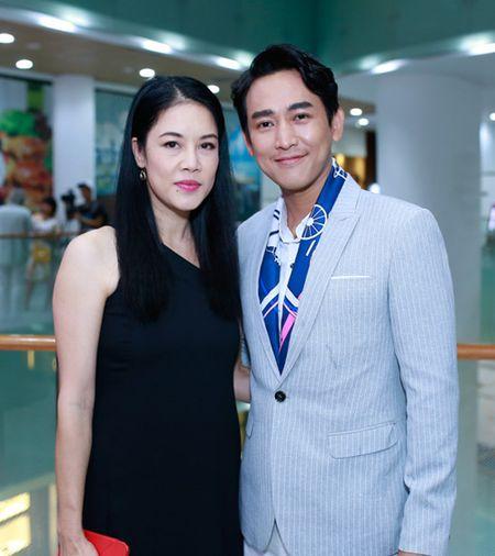 Ngo Thanh Van gian di ung ho vo chong Tran Anh Hung - Anh 5