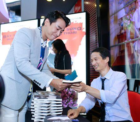 Ngo Thanh Van gian di ung ho vo chong Tran Anh Hung - Anh 6