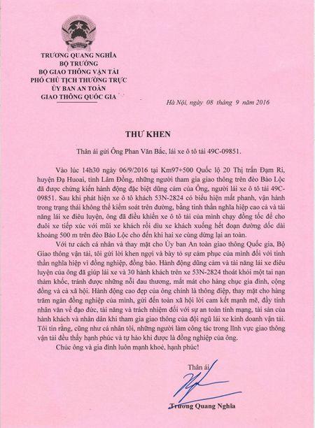 De nghi Thu tuong khen thuong 'nguoi hung cuu xe khach' - Anh 2