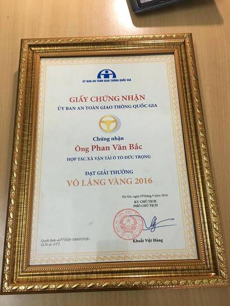 De nghi Thu tuong khen thuong 'nguoi hung cuu xe khach' - Anh 3